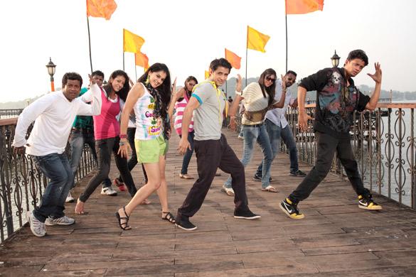 Watch Chashme Buddoor Full Movie Online Details