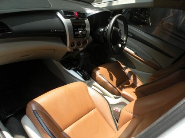 Honda City i-VTEC inside