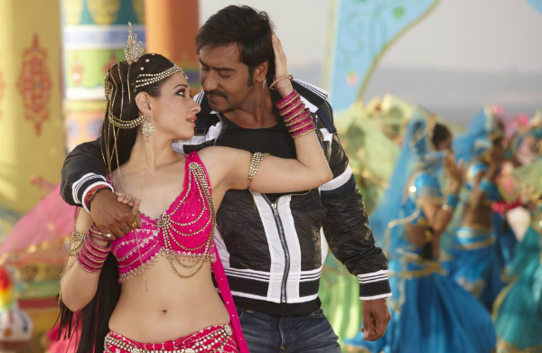 Romance Scen in Himmatwala 2013 Movie Picture