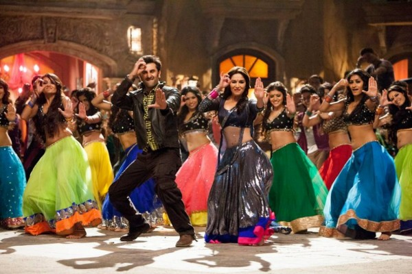 Ranbir Kapoor & Madhuri dancing in Ghahra