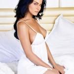 Hot Veena Malik in White Sleeping Dress