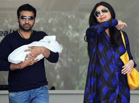 Shilpa Shetty with Son & Husband