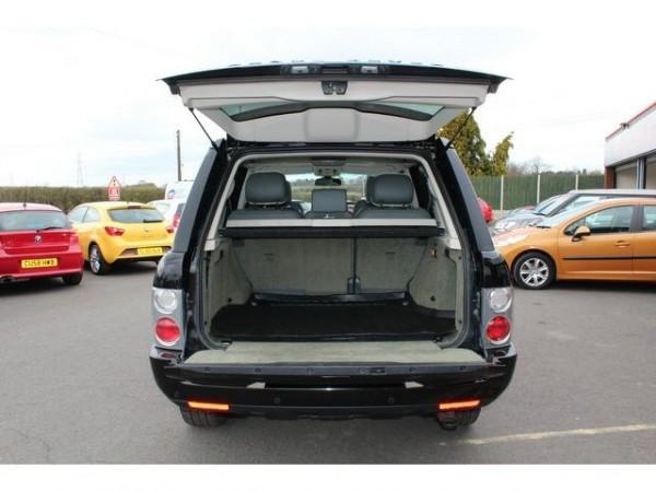 Range Rover Vogue TDV8 2013 Backside View