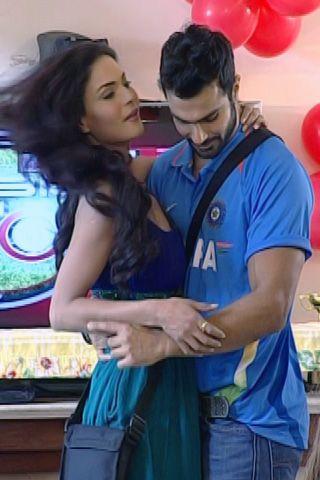 Veena Malik & Ashmit Patel dancing