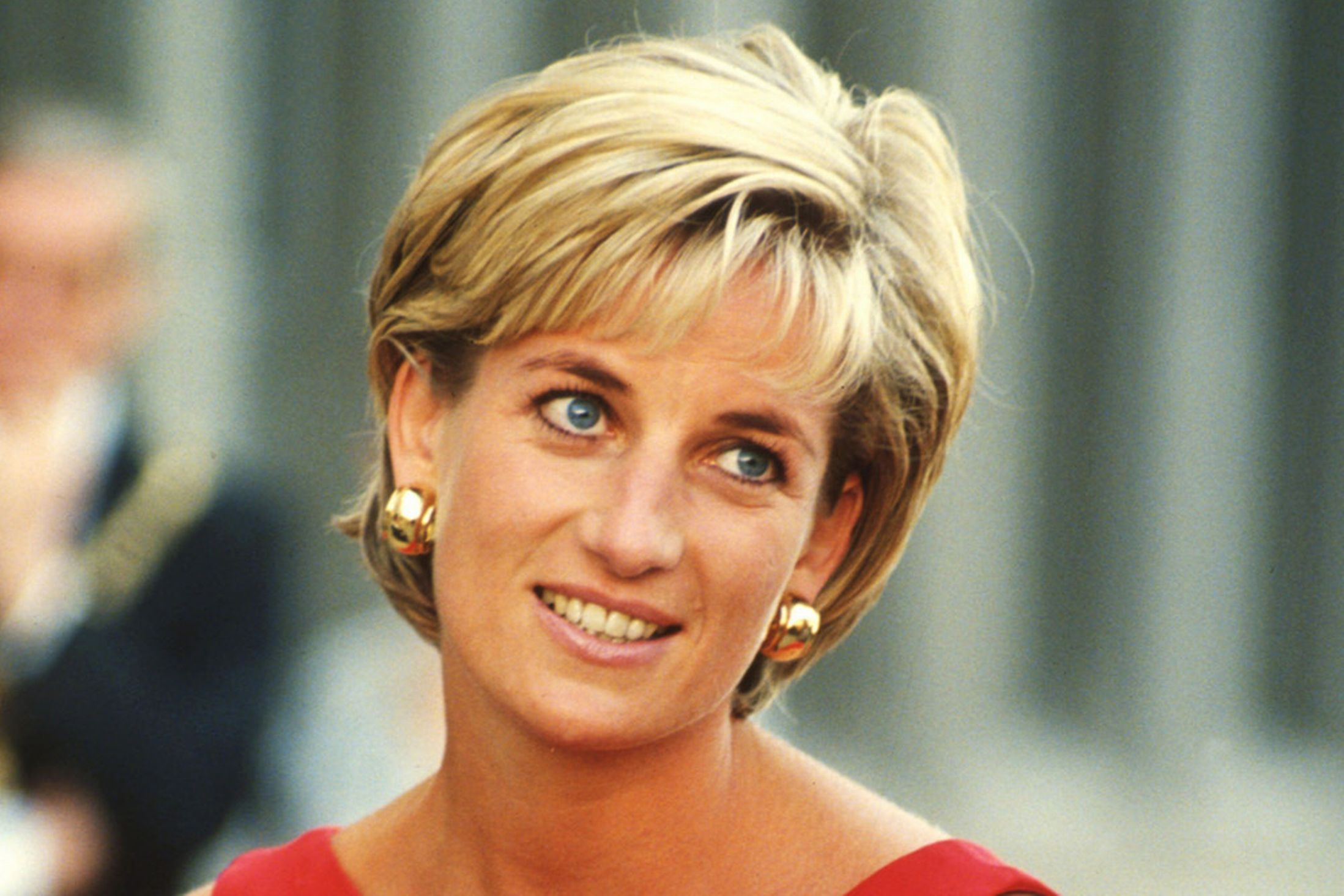 Princess of Wales Lady Diana Favorite Dress going to Auction ...: http://pakistan.jobz.pk/princess-of-wales-lady-diana-favorite-dress-going-to-auction/