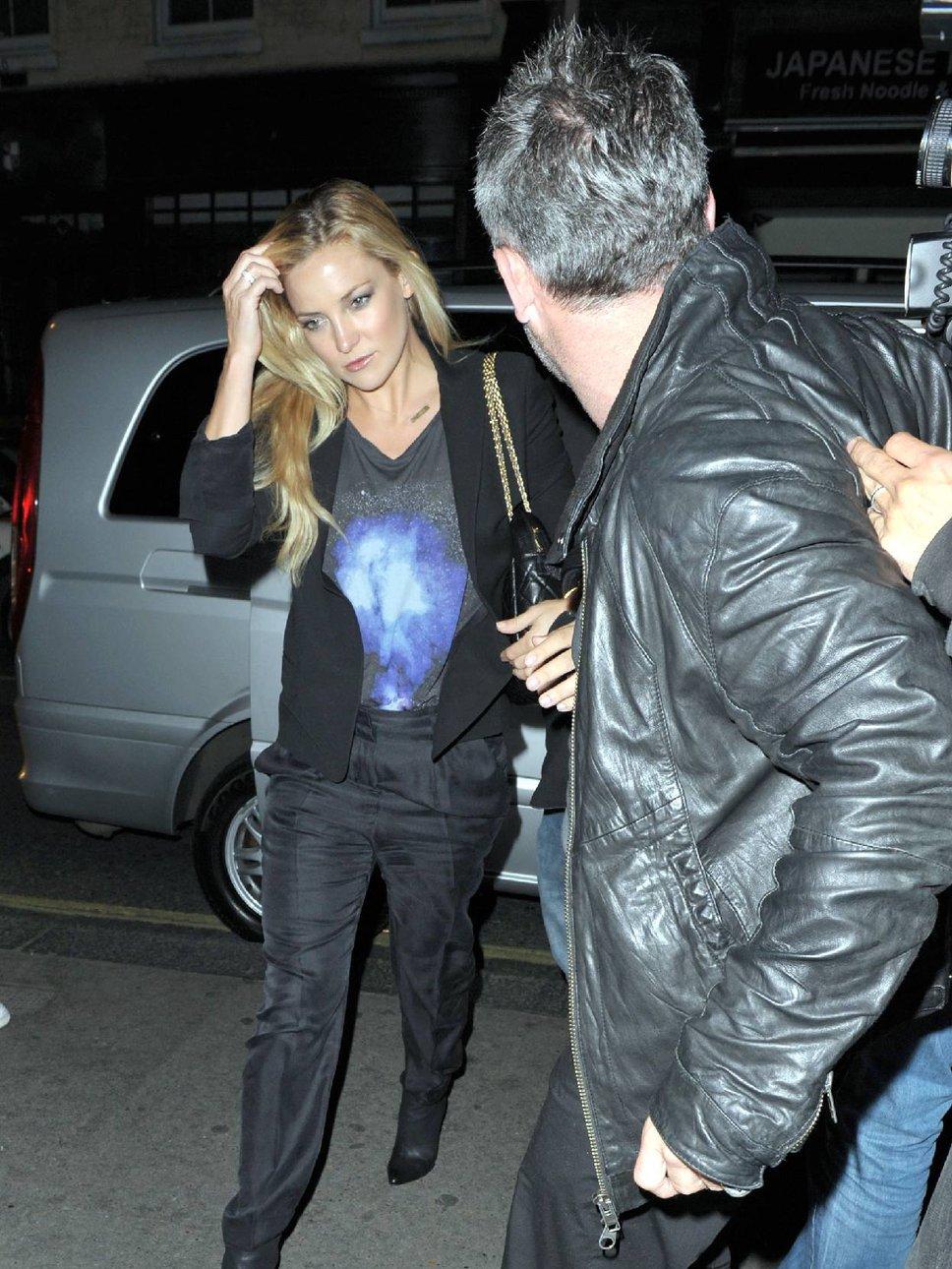 Kate Hudson & Matt Bellamy luxury car Mercedes-Benz S ...