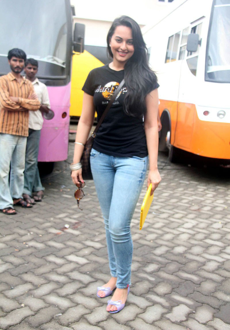 sonakshi sinha hot in jeans pictures