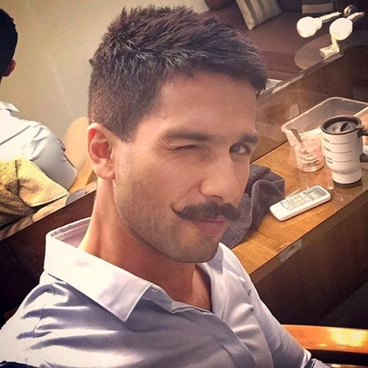 "Shahid Kapoor releases selfie taken on ""Rangoon"" set"