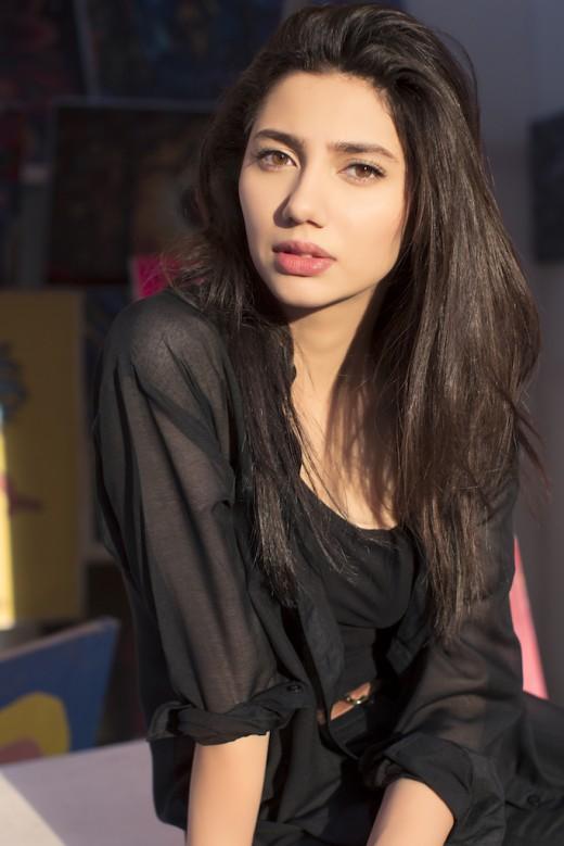 Mahira Khan in Blue dress Look