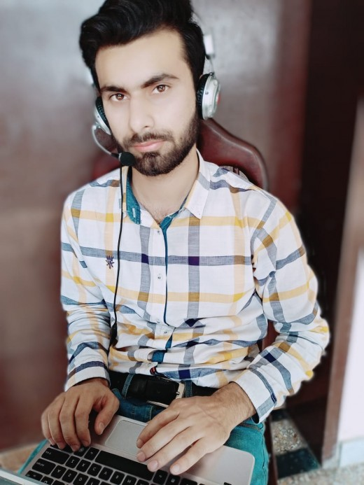 PTCL Worker Works from home for their contact centers